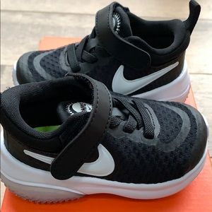 NEW NIKE sneakers size 4c black and white
